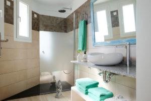 Badezimmer-Ferienhaus-Mallorca-für-8-10-Personen-Can-Agustin