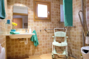Badezimmer mit Hilfsmittel Haus 2 Finca Mallorca Can Agustin