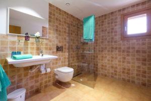 Badezimmer rollstuhlgerecht Finca Mallorca Haus 2 Can Agustin
