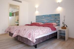 Doppelzimmer-Bad-en-Suite-Ferienhaus-Mallorca-für-8-10-Personen-Can-Agustin
