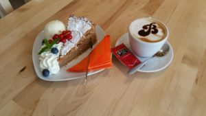 Mandelkuchen Gató im Cafe Biggi's
