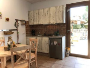 Küche-und-Essecke-Ferienwohnung-Mallorca