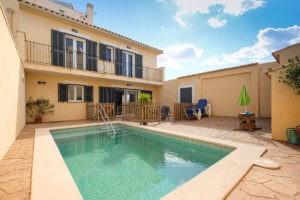 Patio-mit-Pool-Ferienhaus-Mallorca-für-8-10-Personen-Can-Agustin