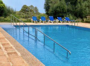 Pool mit Rampe und Handlauf Mallorca Finca für 22 personen Can Agustin