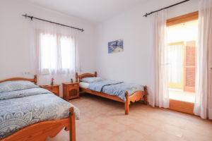 Schlafzimmer mit Terrasse Haus 2 Finca Mallorca Can Agustin