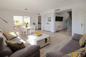 Wohnraum-Ferienhaus-Mallorca-für-8-10-Personen-Can-Agustin