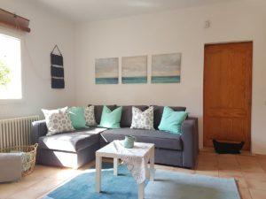 Gemütliches Wohnzimmer in der Ferienwohnung S'Illot