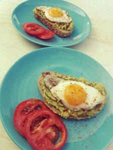 Leckeres selbstgemachtes Frühstück im Urlaub auf Mallorca